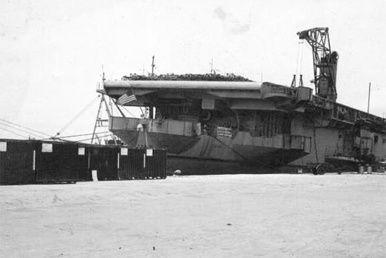 Американский авианосец «Кард» и вьетнамские коммандос