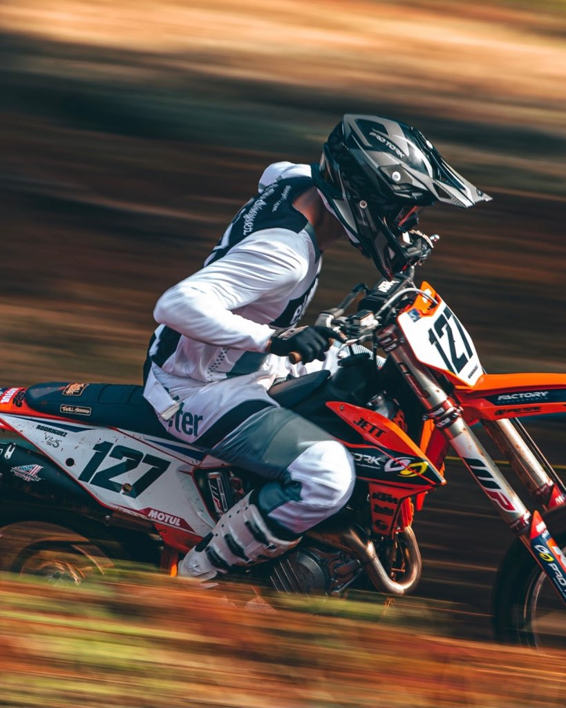 Anthony Rodríguez races through a starightaway on the motocross track.