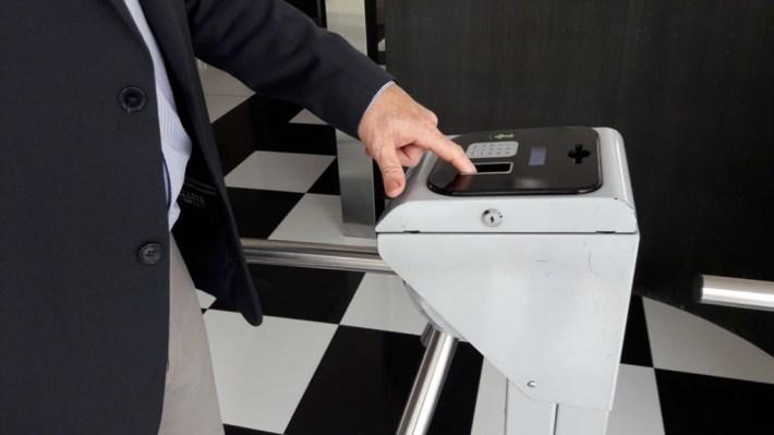 catraca biométrica para controle de acesso
