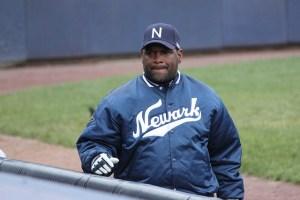 """Hommage à Tim Raines lors de la """"Fin de Semaine de Baseball"""" à Montréal"""