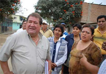 Citizens of Piura, Peru discuss a Cell Towerc creating health issues.