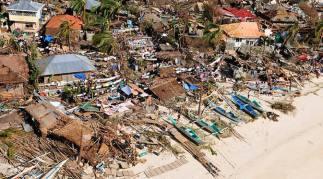Gambar 1. Rumah-Rumah Sudah Banyak Yang Rata Dengan Tanah Akibat Diterjang Topan Haiyan