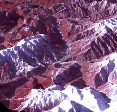 3D View Wilayah Mountain Cluster Yang Direkam Menggunakan Satelit Terra – Credit: NASA/GSFC/METI/ERSDAC/JAROS, and U.S./Japan ASTER Science Team