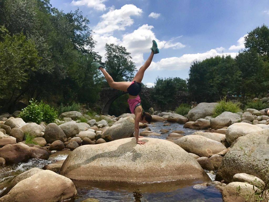 Handstand pino yoga mtraining Minerva