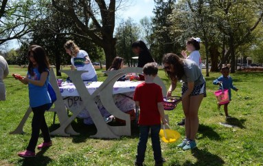 Alpha Chi Omega members interact with children at their table. (Sidelines/Robin Duff)