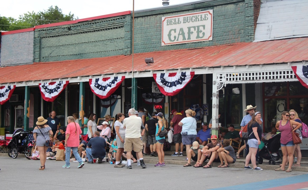 Guests line up outside the famous Bell Buckle Cafe before the RC-Moon Pie Festival festivities begin. (Tayhlor Stephenson / Sidelines)