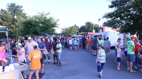 A large crowd of hungry attendees showed up for the barbecue festival in Smyrna. (Caleb Revill / MTSU Sidelines)
