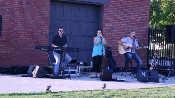 The O'Donnells played country music for an audience of event-goers. (Caleb Revill / MTSU Sidelines)