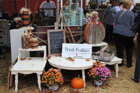 Vendors set up inviting displays at the Bell Buckle Craft Fair in Bell Buckle, Tenn. on Oct. 21-22. (Tayhlor Stephenson / MTSU Sidelines)