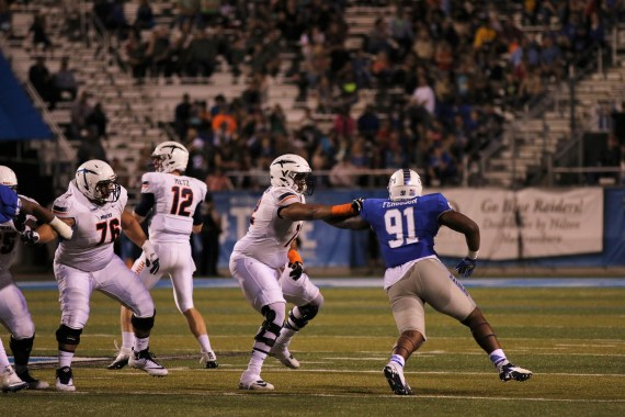 Jordan Ferguson rushes the passer against UTEP on Nov. 4, 2017 in Murfreesboro, Tenn. (Devin P. Grimes / MTSU Sidelines)