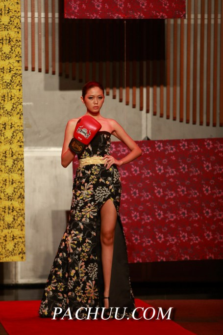 Fashion-on-the-Muaythai-runway