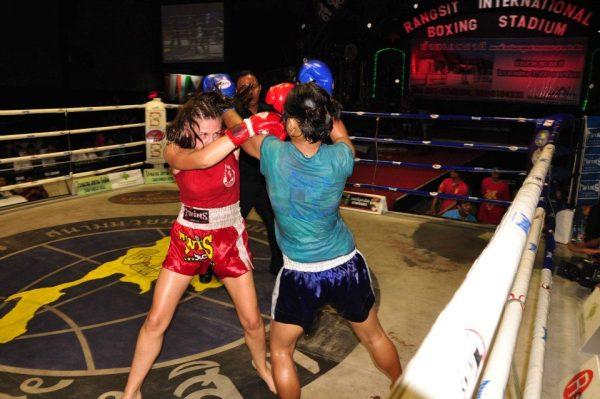 Female Muaythai Salutes Rangsit Stadium