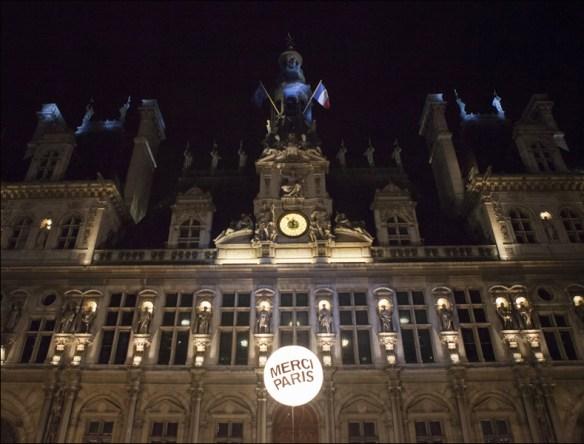 Hidalgo's thank-you balloons, pic: Jean-Baptiste Gurliat/Mairie de Paris