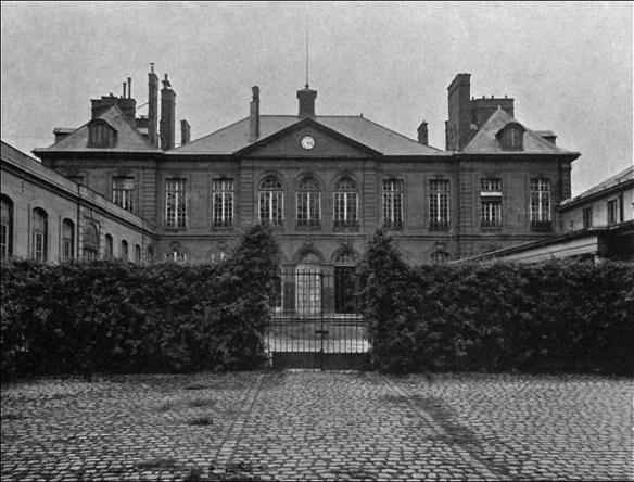 Entry, Hôtel Biron; pic: C.L.Lémery ('Rodin à l'Hôtel Biron et Meudon', G. Coquiot, 1917, Project Gutenberg)