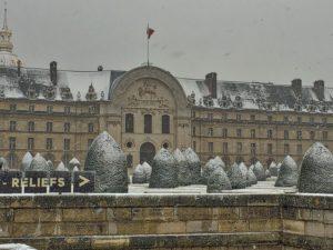 Snow painting the entrance to the Musée de l'Armée