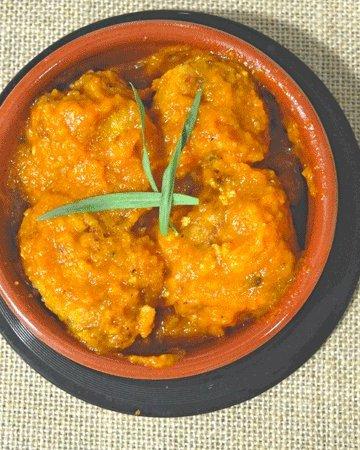 albondigas en salsa de calabaza y chipotle