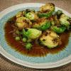 coles de bruselas y guisantes con salsa thai