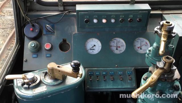 DD130 運転台