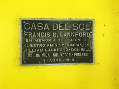 """TRANSLATION: """"House of the Sun, Francis G. Lankford. In memory of the father, of our friend and partner William Lankford."""" The plaque hangs near the entrance of Casa Del Sol's kitchen to commemorate William Lankford, who was the Founder and President of the Central American Solar Energy Project (CASEP). Lankford helped create the Casa Del Sol center. Photo by Jalyn Henderson La placa colgó cerca de la entrada de la cocina de Casa Del Sol para conmemorar a William Lankford, quien fue el Fundador y Presidente del Proyecto de Energía Solar Centroamericana (CASEP). Lankford ayudó a crear el centro de Casa Del Sol. Foto de Jalyn Henderson"""