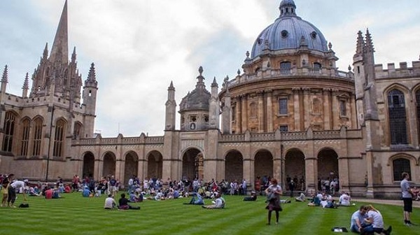 University of Oxford 2021-2022 Reach Scholarships for Developing Country Students: (Deadline 5 October 2021)
