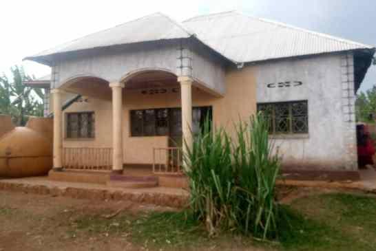 Ni inzu nziza igurishwa Rwamagana- iruhande rwosoko rya Ntunga hafi na kaburimbo, price : 10.000.000rwf.