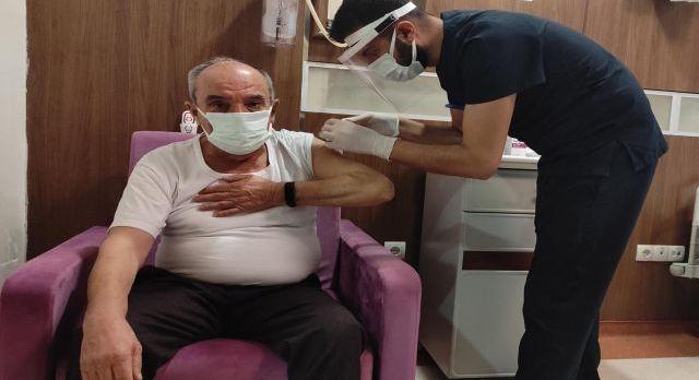 Siirt'te Korona aşı uygulaması sağlıkçılarla başladı