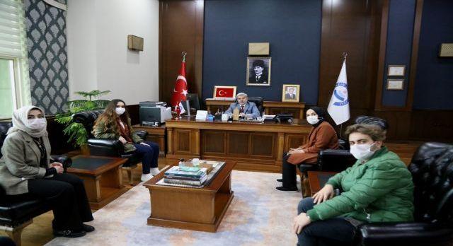 Aksaray Üniversitesi'nden gençlere övgü