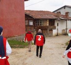 Türk Kızılayı Bursa Keles'te kırtasiye ve erzak dağıttı
