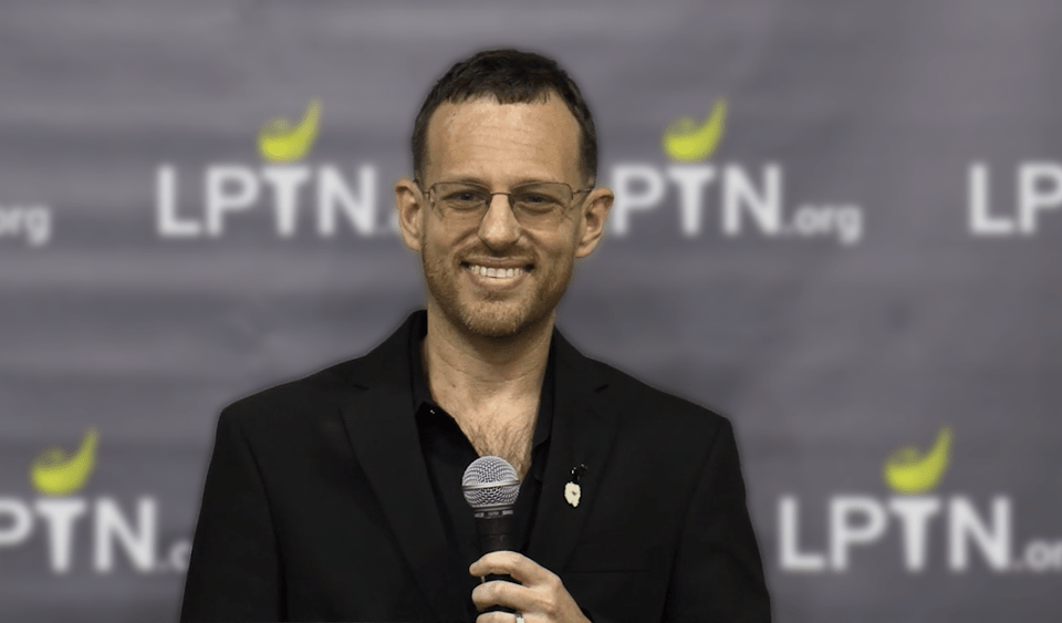 In his speech to The Libertarian Party of Tennessee Gala, VP candidate Spike Cohen contrasts Vermin Supreme's principled Libertarianism and star appeal against Lincoln Chafee's anti-Libertarian views and poor messaging. VIDEO CREDIT: 3L Productions