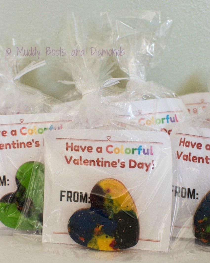 Have a Colorful Valentine's Day DIY Crayon Valentines plus FREE printable via www.muddybootsanddiamonds.com