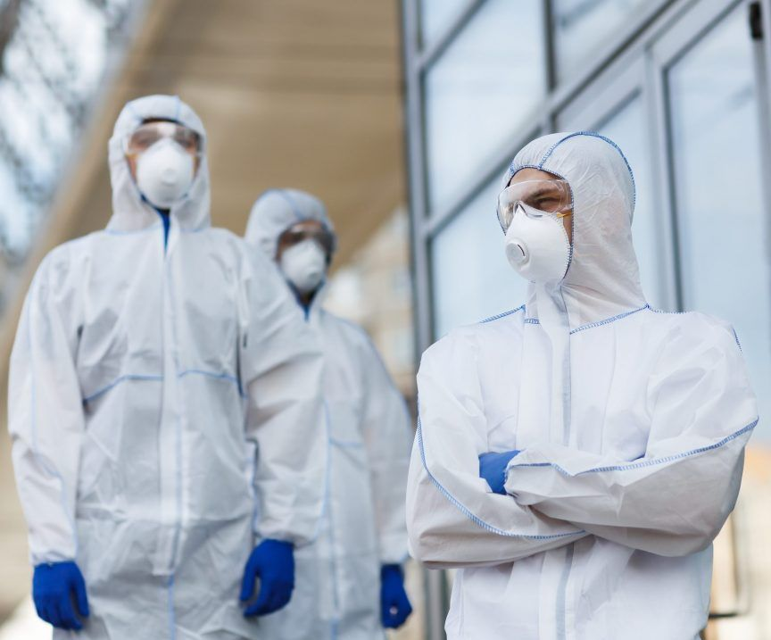 team of medical workr and virologists waiting for BJ9658X scaled e1587925749627 - NOVEDADES