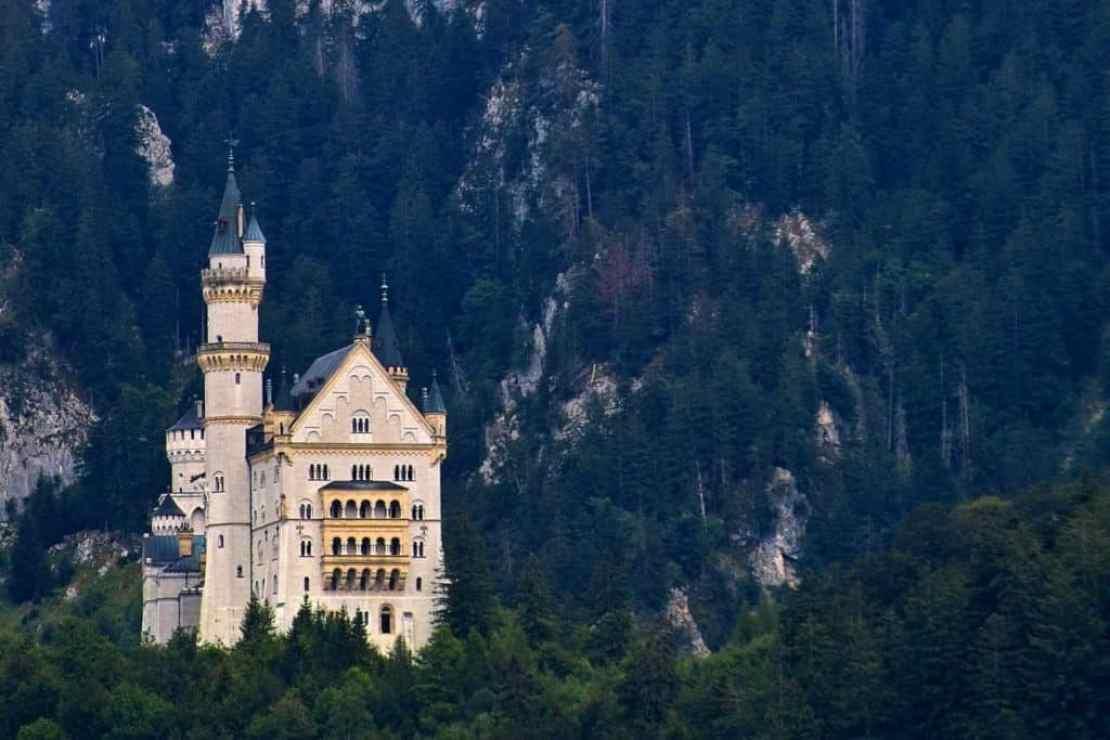 В период Второй мировой войны нацисты избрали замок Нойшванштайн для хранения золота Рейхсбанка.