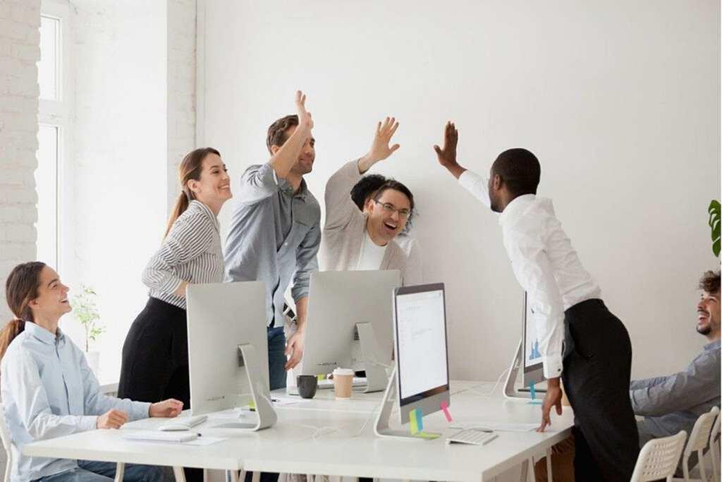 Успех в бизнесе amazon, безос, клиенты