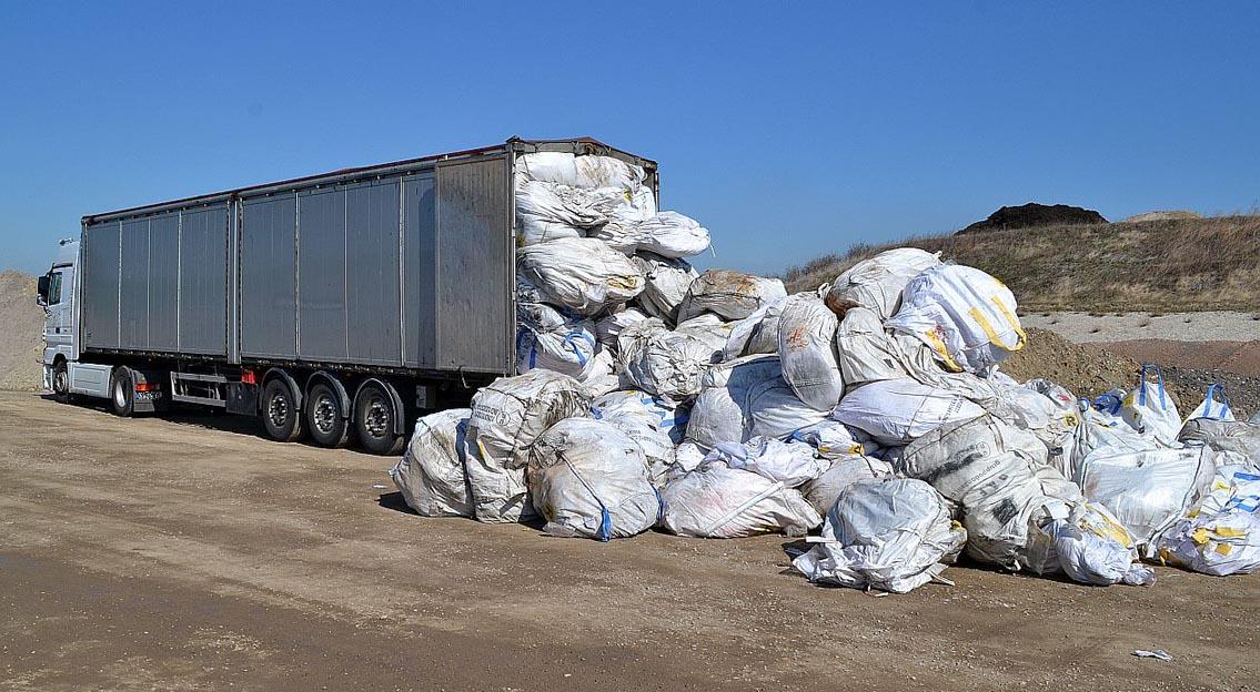 Vollgestopft mit gefährlichen Abfällen: Illegaler Mülltransport von Italien nach Sachsen. Foto: Autobahnpolizei Thüringen