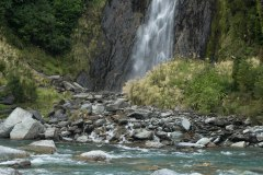 Haast-Pass-New-Zealand-adventure-hiking-waterfalls