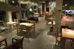 cafe dining Ospitare 店内