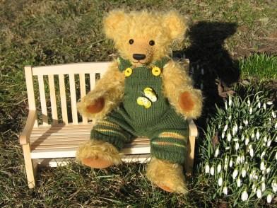 Max auf der Gartenbank
