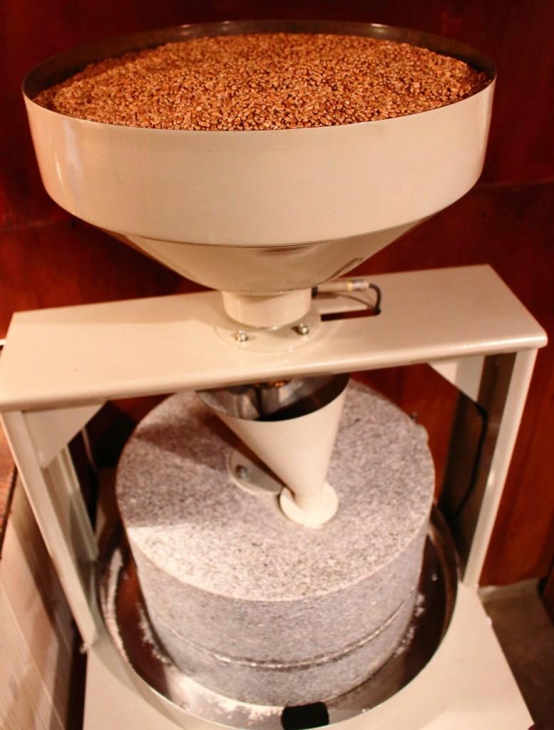 もと わきたつ 国産 スペルト小麦 古代小麦 オーガニック 全粒粉 石臼 石窯 天然酵母 パン 通販 石臼 石臼挽