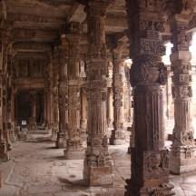 qutub-minar-coloane-sculptate.jpg