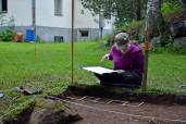 Lisävahvistuksemme, arkeologi Sonja, dokumentoi.