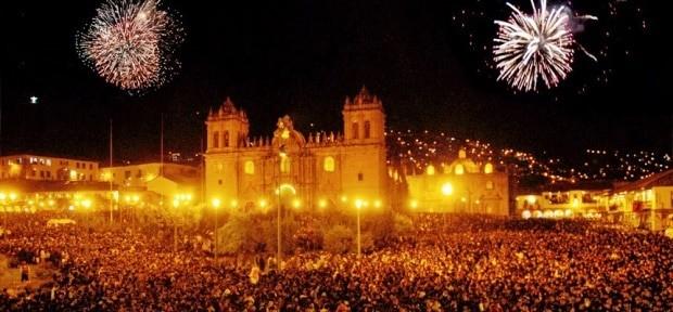 https://i2.wp.com/muitaviagem.com.br/wp-content/uploads/2013/08/ano-novo-cuzco-plaza-armas-noite-virada-reveillon.jpg
