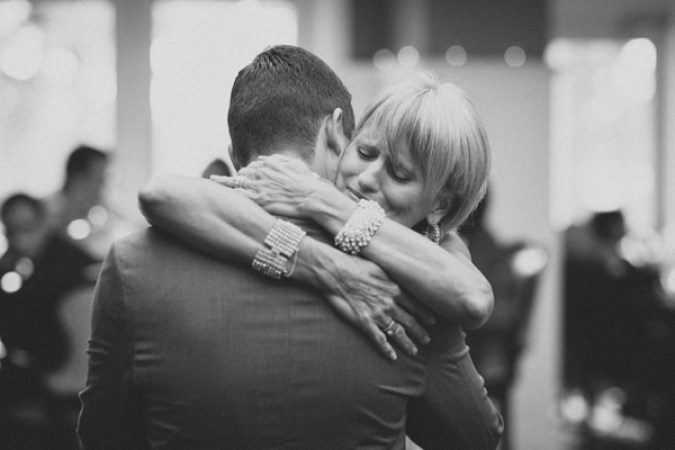 sweet-wedding-photo-between-mother-and-groom-by-studio222.jpg
