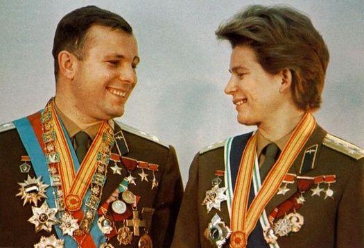 Valentina Tereshkova y Yuri Gagarin