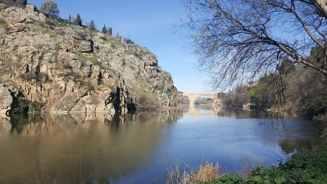 Rio Tajo en su paso por Toledo