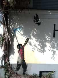 Motiv und Technik würden zu dem berühmten Künstler Banksy passen. Allerdings gibt es auch viele Nachahmer – daher wohl eher ein Fake in Berlin.