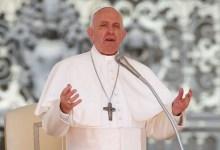 Photo of Papa pede corte da dívida dos países pobres