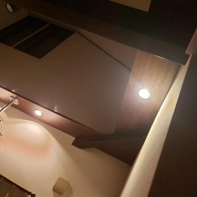 ダウンライトだらけの家。設置する位置や数に注意。14年後は多額の出費になる可能性も