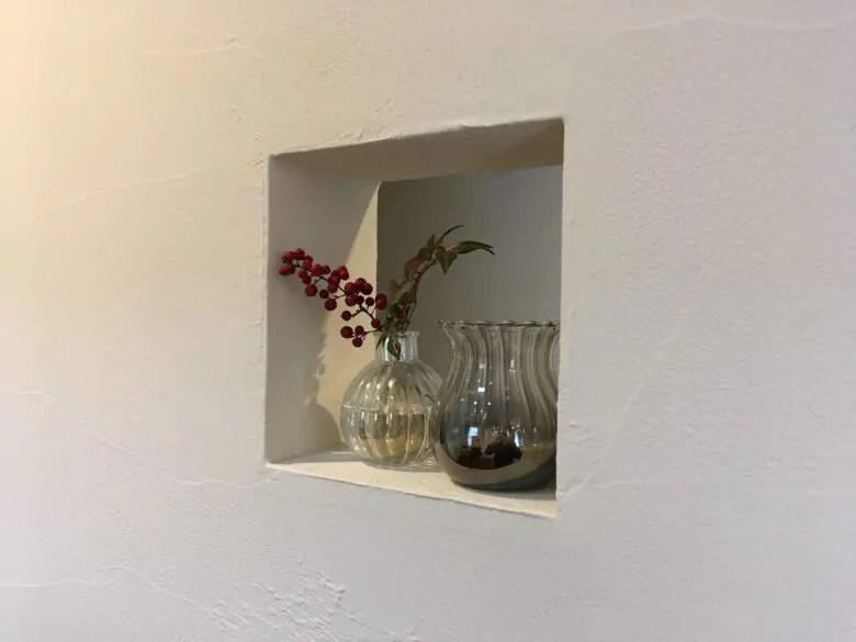 殺風景な壁が気になるなら「ニッチ窓」。個性的でおしゃれな空間を演出