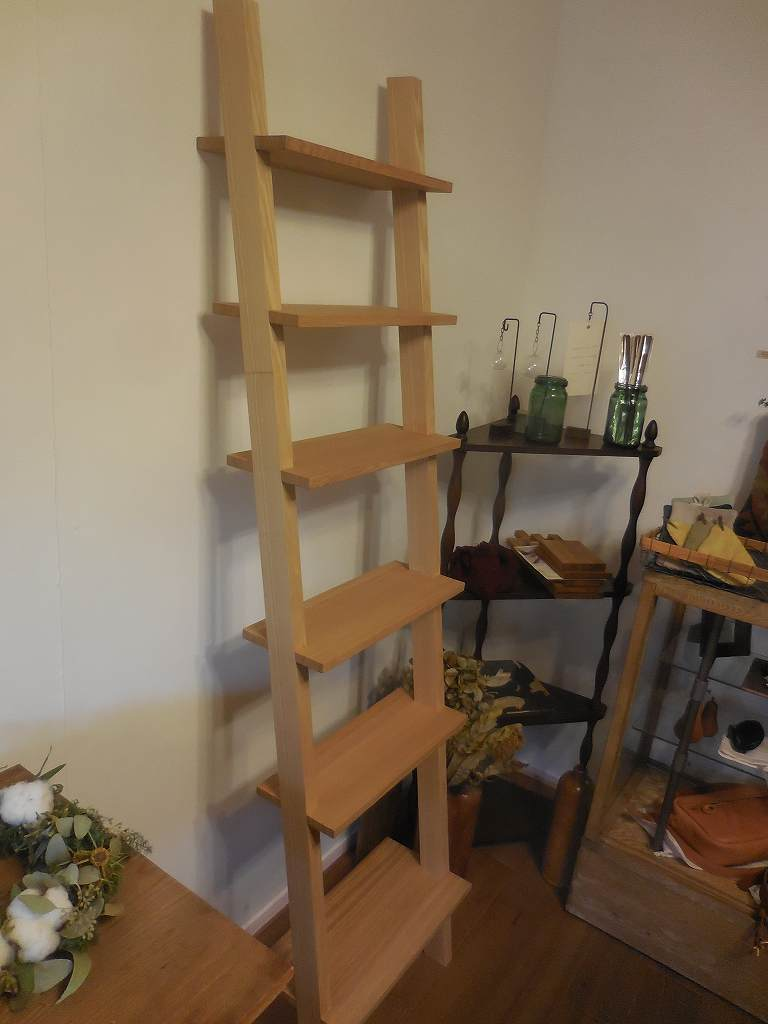 階段シェルフ