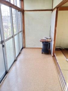 台所左隣は縁側です サザエさんの世界ですね (^_^)v